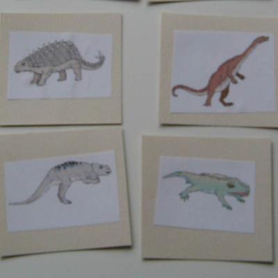 Activité de bricolage pour réaliser une memory sur les dinosaures. Fiche pratique pour aider un enfant à réaliser une memory sur les dinosaures