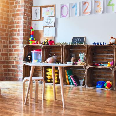 Le meuble Montessori est un mobilier conçu pour les enfants qui favorise le développement de l'autonomie. Il permet d'aménager nos espaces de vie.