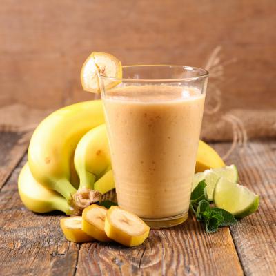 Recette du delicieux milkshake tropical aux fruits frais pour les petits comme pour les grands afin de se rafraichir lorsqu'il fait chaud. Ce milkshake a la banane, a l'ananas et a la mangue sera parfait pour le gouter de tous les gourmands.