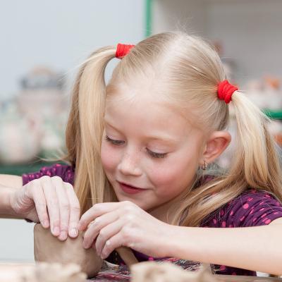 Recette de la pâte à pain pour les modelages des jeunes enfants. Une pâte sans aucun danger pour modeler et faire cuire son oeuvre. Activité de modelage envoyée par Elisabeth.
