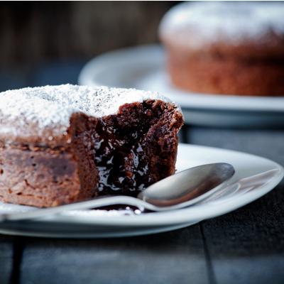 Moelleux au chocolat : une idée de recette pour réaliser un vrai gâteau moelleux au chocolat qui ravira les papilles de tous les mateurs de chocolat.