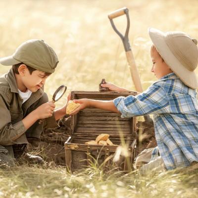 Découvrez comment vous simplifier la vie et organiser facilement une chasse au trésor pour l'anniversaire de vos enfants.