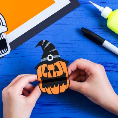 Voici un tuto pour apprendre à fabriquer un paper Toy d'Halloween. Découvrez sans plus attendre notre citrouille à croquer pour Halloween !