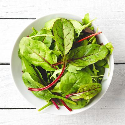 Une petite salade verte toute simple pour accompagner un repas sans légume, ou une assiette de charcuterie ou de fromage.