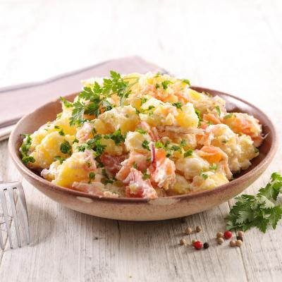 Recette de poisson cuisiné à la normande avec du vin blanc et un peu de crème fraîche.  Recette illustrée et expliquée pas à pas.