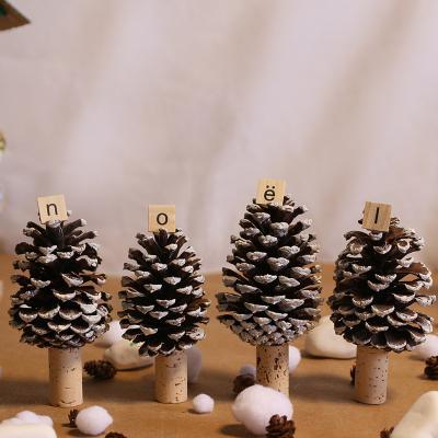 Un tuto pour réaliser des pommes de pin de Noël