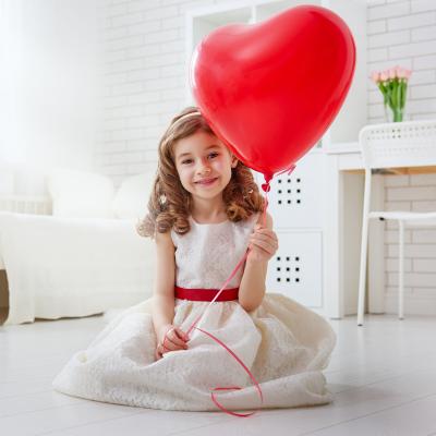 Réciter un poème de Saint Valentin est une bonne idée pour faire plaisir à l'être aimé le 14 février ! Retrouvez toutes nos poésies illustrées à imprimer gratuitement. Vous pouvez aussi utiliser un poème de Saint Valentin pour le texte accompagnant votre