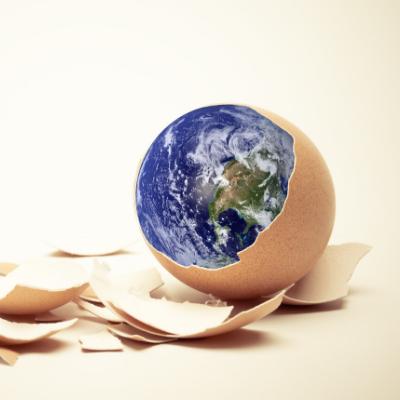 Pâques est une fête très populaire en France. Les enfants adorent partir à la chasse aux œufs et manger du chocolat et cela partout dans le monde ou presque. Néanmoins, les rituels et traditions varient d'un pays à l'autre. Amusez-vous avec vos enfants à