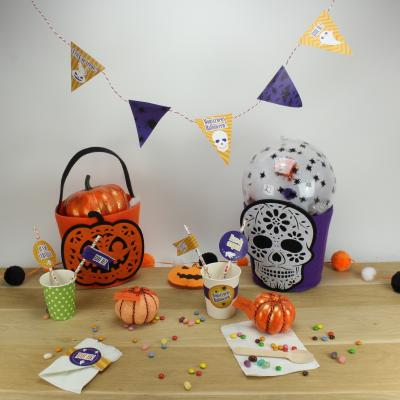 Printables Halloween a imprimer gratuitement pour un gouter d'halloween. Retrouvez de monstrueux fanions, des ronds de serviettes, des cake toppers ou encore des décorations de pailles, tout pour un gouter d'halloween réussi !