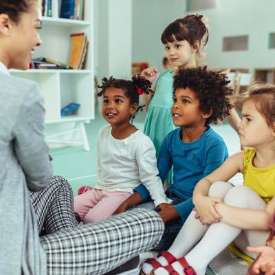 l n'est pas toujours facile pour les parents français de s'y retrouver dans les programmes et de savoir exactement ce qui est attendu de leur enfant dans chaque cycle. D'autant que nous avons encore les répartitions de notre propre e