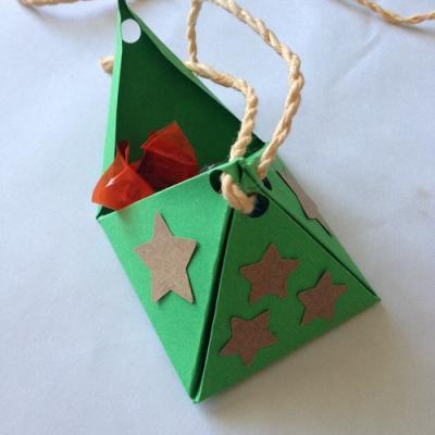 Un tuto pour apprendre à réaliser une pyramide en origami copie