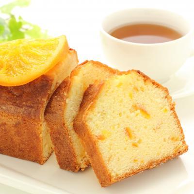 Recette quatre quart orange : Cette recette de quatre quarts à l'orange est ultra rapide et simple à faire, elle peut être réalisée à la dernière minute pour improviser un dessert