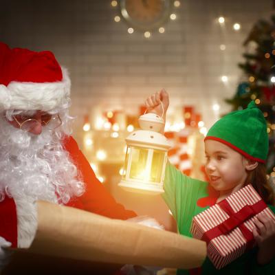 Un article pour répondre à la question : Qui aide le Père Noël ? Retrouvez toutes nos infos sur le Père Noël.
