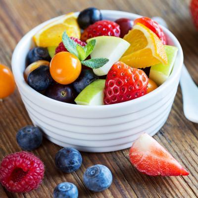 Recette d'une salade de fruits utilisant les fruits de printemps à partir de 2 ans