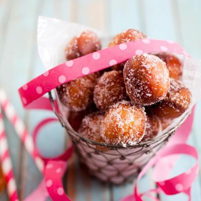 Recette pour faire les célèbres croustillons à manger au Carnaval ou pendant les fêtes de fin d'année. Une recette qui plaira aux petits comme aux grands