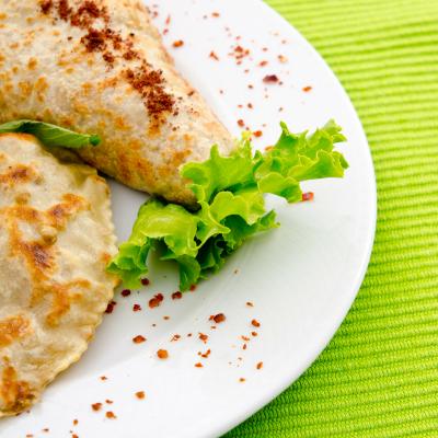 Envie d'une crêpe salée ? Retrouvez toutes nos recettes de crêpes salées à faire avec ou pour les enfants. Les crêpes salées permettent d'organiser un repas complet et équilibré si elles sont accompagnées d'un légume. La crêpe salée est souvent une façon