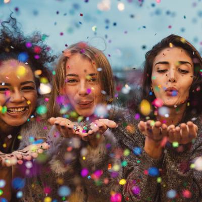 Le réveillon du nouvel an ou de la Saint Sylvestre, dernier jour de l'année, tombe le 31 décembre. Il est de tradition d'organiser l'attente de la nouvelle année dans l'abondance et dans la joie. Dans la traditi
