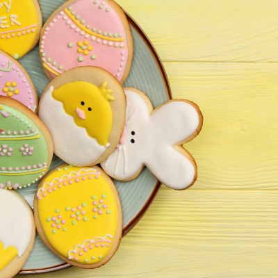 Les sablés de Pâques sont des petits biscuits sablés classiques mais découpés en forme d'oeufs ou de lapins et décorés pour Pâques.
