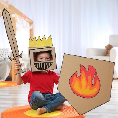 Quelques idées simples pour se déguiser en chevalier. Une proposition de bricolage à faire pour se déguiser ne chevalier. L'armure, le casque et le bouclier de chevalier sont faits maison.