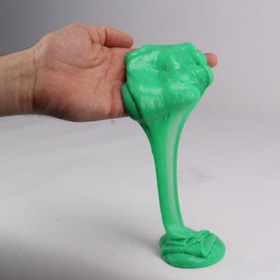 Retrouvez la recette facile et inratable de la slime fluffy. Cette slime DIY est drôle à réaliser et est adorée des enfants du monde entier. Retrouvez le pas-a-pas afin de réaliser cette slime pour le bonheur de vos enfants.
