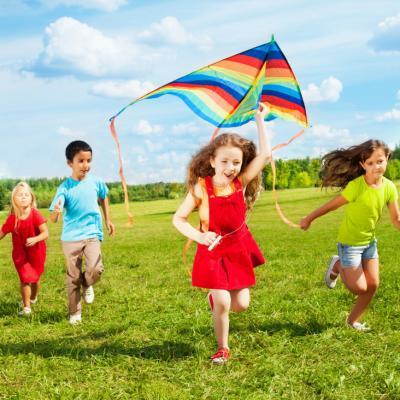 Des tas de bricolages à faire pour s'amuser et apprendre sur le thème de l'été et des saisons. Retrouvez toutes nos idées d'activités manuelles pour les enfants à faire cet été et pendant les grandes vacances ! Des poissons, des papillons, des jeux à fabr
