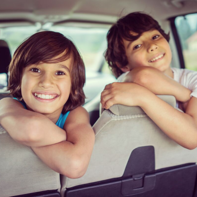 Un jeu de voiture pratiqué depuis fort longtemps pour occuper votre enfant en voiture et l'aider à maîtriser son langage et apprendre de nouveaux mots. Le temps des trajets habituels comme celui qui mène de l'&am