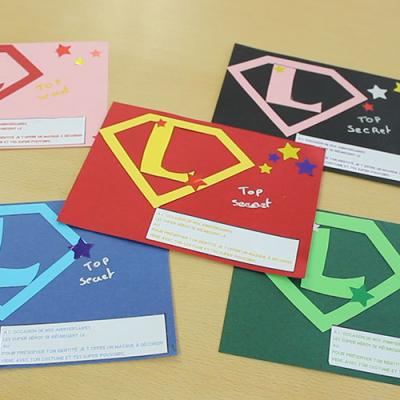 Organiser un anniversaire à thème sur les super héros pour les enfants - fabriquer son carton d'invitation