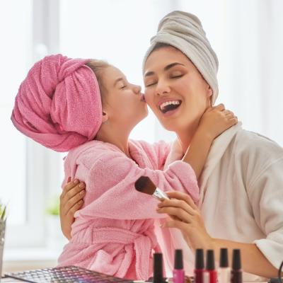 Vous cherchez une idée cadeau beauté pour la fête des mères ? Voici nos idées et conseils pour choisir un beau cadeau de fête des mères à maman.