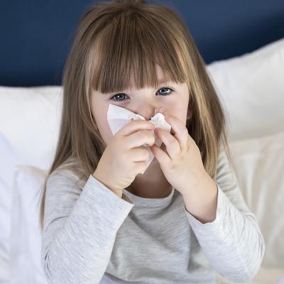 Je me mouche, je tousse, j'éternue ou je crache : j'utilise un mouchoir jetable. C'est un fait avéré, les virus et les microbes se transmettent plus facilement lorsqu'ils sont projet
